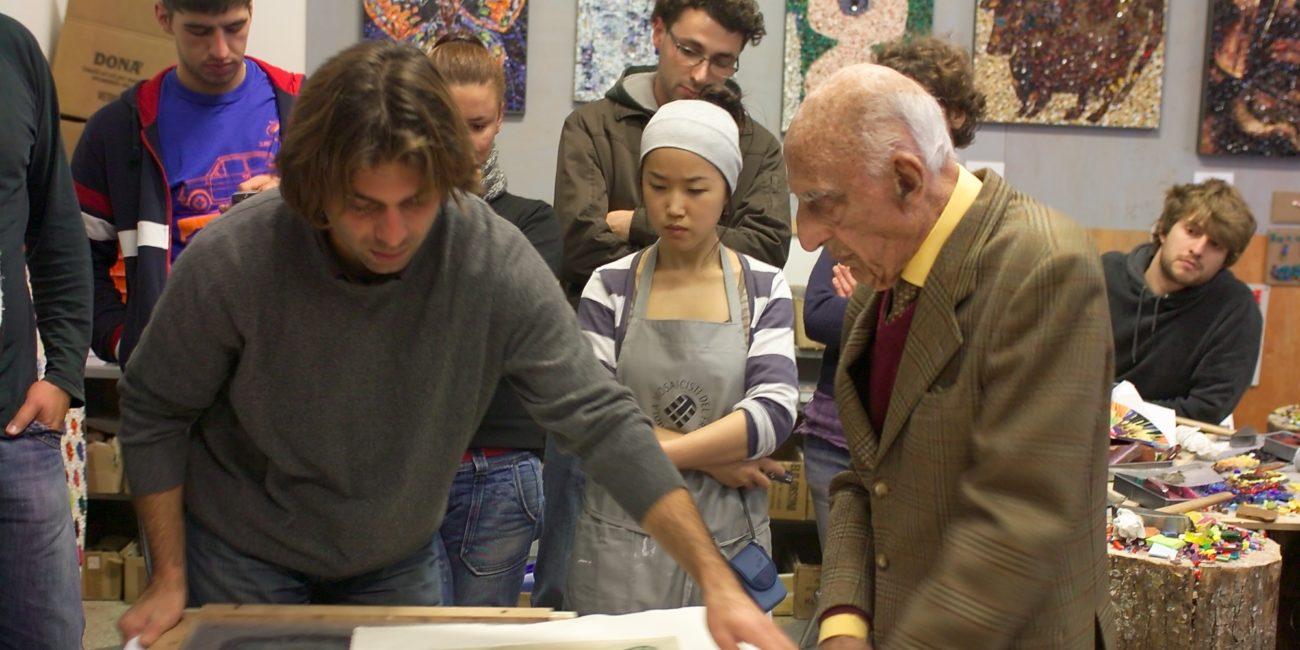visita Gillo Dorfles alla Scuola Mosaicisti novembre 2009