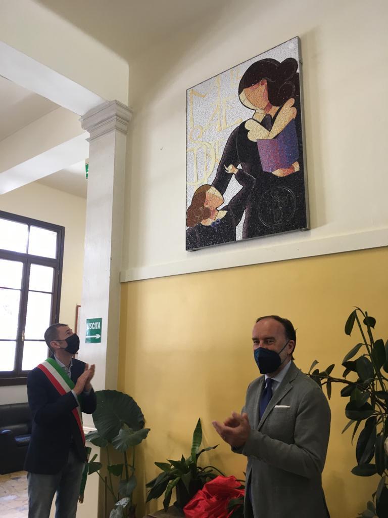 Mayor Ciriani and President Lovison and the mosaic of Chiara Platolino at the Gabelli school in Pordenone