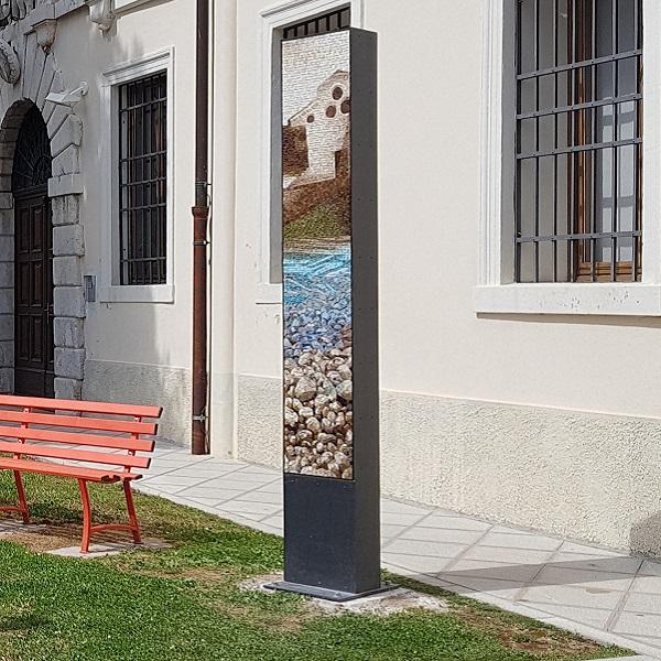 stele dedicata a Novella Cantarutti